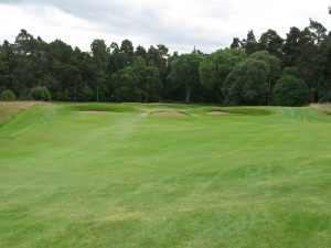 The well bunkered par 3 16th