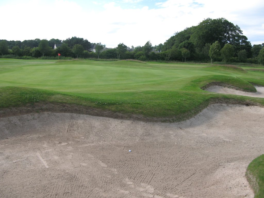 Elwood has excellent bunkers like here at the 12th